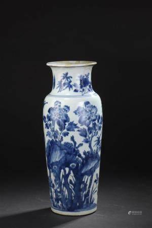 Vase en porcelaine bleu blancChine, XIXe siècleCylindrique, à