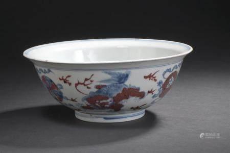 Bol en porcelaine bleu blanc et rouge de cuivreChine, XIXe si