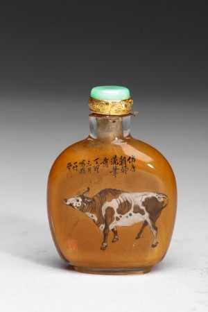 AN INSIDE-PAINTED 'COW' SNUFF BOTTLE