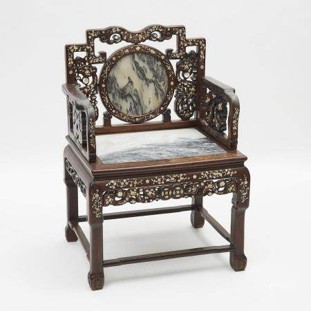 A Rosewood Mother-of-Pearl and Marble Inlaid Chair, Early 20th Century, 二十世紀早期 紅木大理石嵌螺鈿'八仙'太師椅, 38.7
