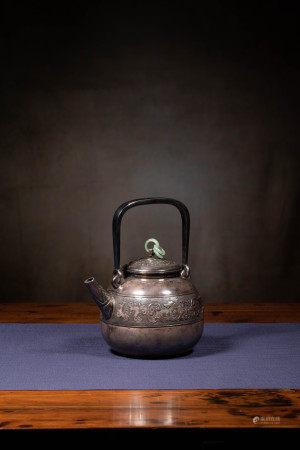 玉紐獸面紋銀茶壺