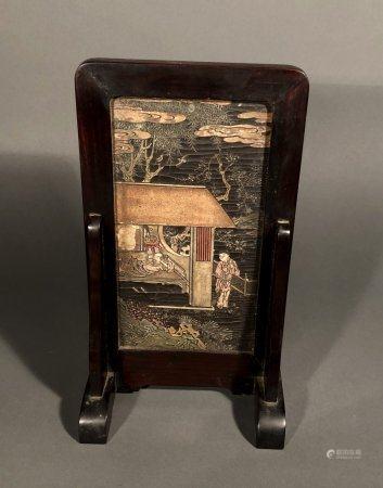 CHINE. ECRAN de TABLE en bois et laque à décor d'une scène an