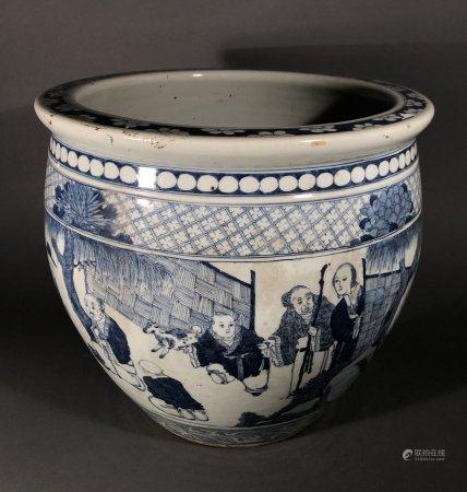 CHINE. CACHE-POT en porcelaine à décor en camaïeu de bleu de