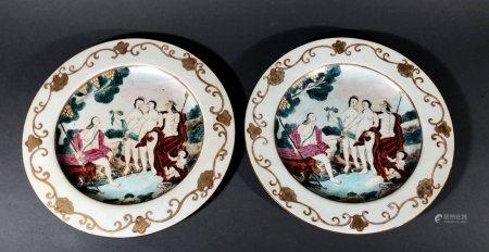 CHINE d'EXPORTATION. Paire d'ASSIETTES en porcelaine à décor