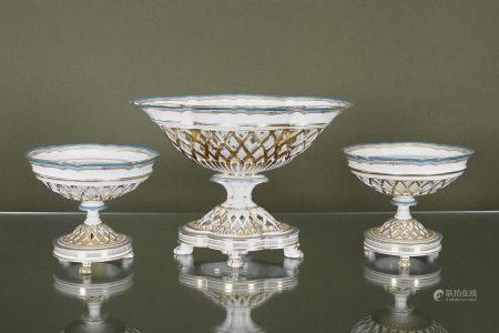 Garniture  Composé de 3 jardinières en porcelaine turquoise et or à coupes et [...]