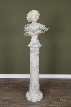 École française  - Buste de jeune fille circa 1900 En marbre et onyx sculpté sur [...]