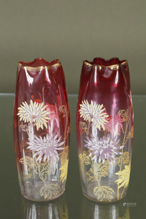 Travail Art Nouveau  - Paire de vases à col polylobé  En verre teinté, doré et [...]