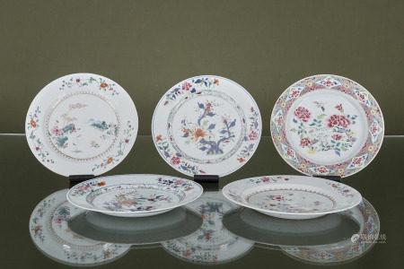 Chine  - 5 assiettes  En porcelaine à décor émaillé polychrome  XVIIIe siècle [...]