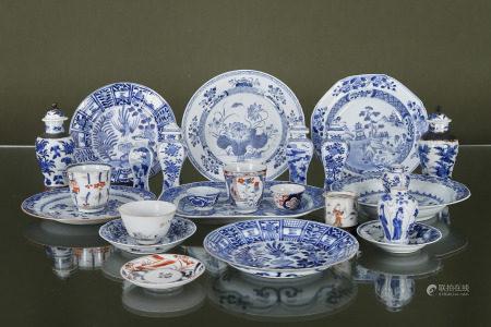 Chine  - Ensemble de pièces de services  En porcelaine émaillée, comprenant :  > 1 [...]