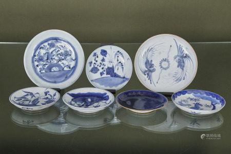 Asie  - 7 assiettes  En porcelaine émaillée bleu et blanc  XIXe siècle      -