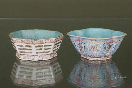 Chine  - Deux coupes en porcelaine  > l'une émaillée polychrome, intérieur [...]