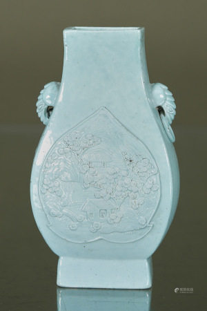 Bing Rong Wang (fin du XIXe siècle)  - Vase balustre  En biscuit émaillé turquoise [...]