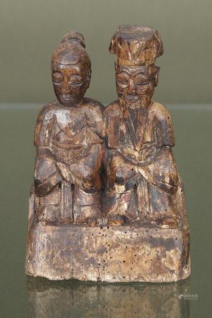 Chine  - Couple de taoïstes  En bois sculpté Chine, XIXe siècle H. 22 cm L. 15 cm [...]