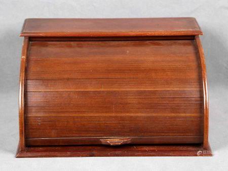 Escribanía de persiana, época 1920. En madera de caoba, con cajón interior. Med.: [...]