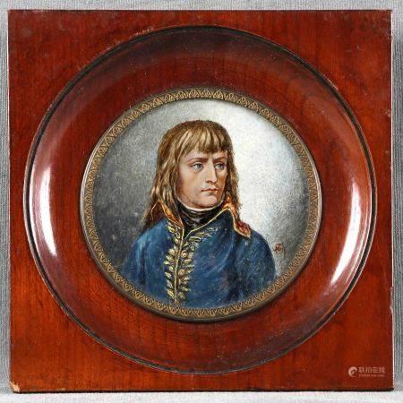 """ILEGIBLE. """"Joven Napoleón"""". Miniatura pintada sobre marfil, con marco de caoba. [...]"""