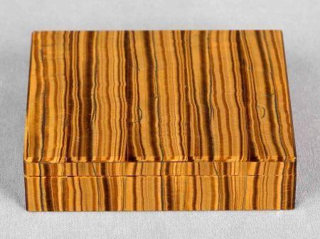 Caja de colección. En ojo de tigre. Med.: 3,5x13x10 cm. -