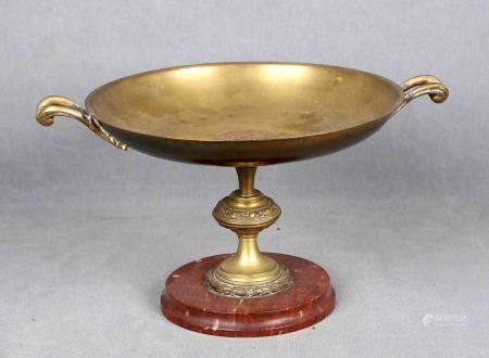 Centro francés de sobremesa, época 1900. En bronce dorado, con asas y base en [...]