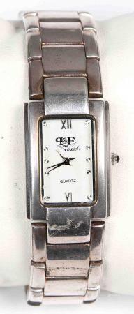 Reloj de pulsera japonés de la marca P&F, 2001 Varatch. En plata y con movimiento de [...]