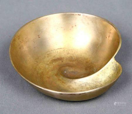 SIGUIENDO MODELOS DE JUST ANDERSEN. Bol, Art Decó. En bronce, circa 1920. Med.: [...]