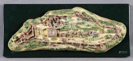 Maqueta diorama de La Alhambra. En resina pintada a mano, sobre peana de madera. En [...]