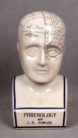 "FOWLER, L. N. ""Phrenology"". Busto en porcelana policromada. Med.: 29x13x11 cm. aprox. [...]"