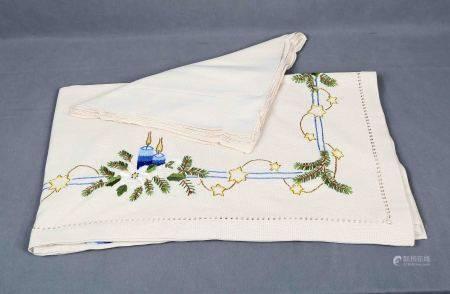 Mantelería de Navidad para 12 servicios. En algodón, con sus 12 servilletas. Med.: [...]