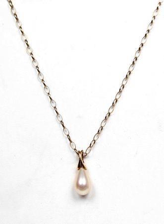Colgante de perla, con cadena de oro. -