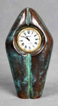 GALLO. Reloj de sobremesa. En bronce patinado, con esfera blanca y dorada, y [...]