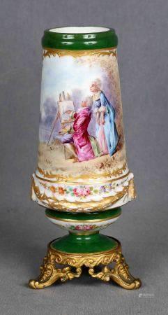 LUCAS. Jarron francés, S.XIX. En porcelana SEVRES, policromada y dorada, decorada [...]