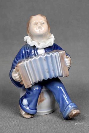 """ROYAL CONPENHAGUEN. """"Acordeonista"""". Figura en porcelana danesa policromada. Marcas y [...]"""