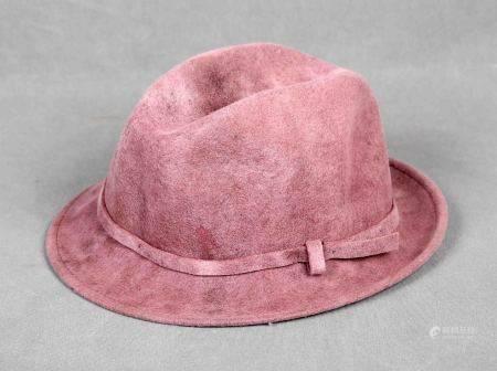 Sombrero italiano, tipo borsalino. En terciopelo de color violeta. -