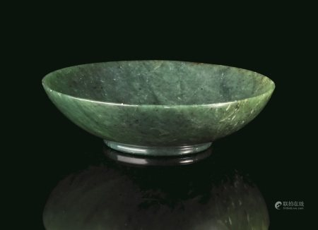 CIOTOLA, CINA, TARDA DINASTIA QING, SEC. XX  - in giada color verde spinacio; diam. [...]