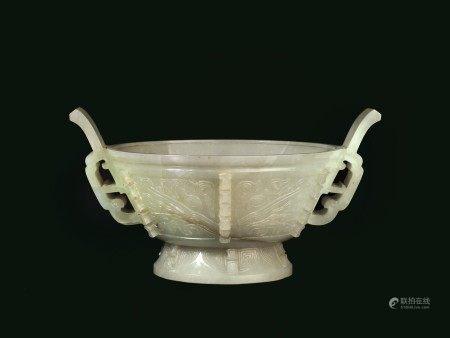 CIOTOLA, CINA, DINASTIA QING, PERIODO QIANLONG (1736-1795)  - in giada verde celadon [...]