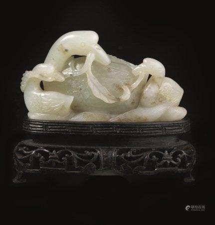 INTAGLIO, CINA, DINASTIA QING, SEC. XIX  - in giada verde pallido, raffigurante tre [...]