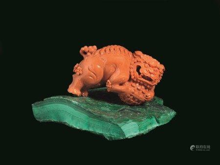 SCULTURA, CINA, DINASTIA QING, SEC. XIX  - in corallo rosso raffigurante cane di Pho [...]