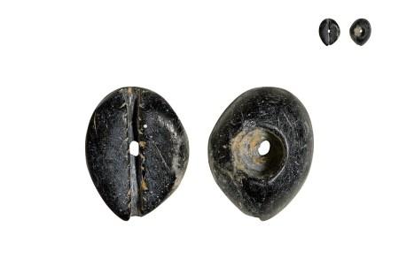 商•黑色墨玉贝币
