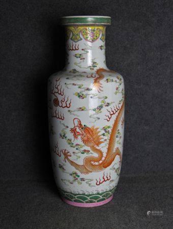 清代粉彩棒槌瓶