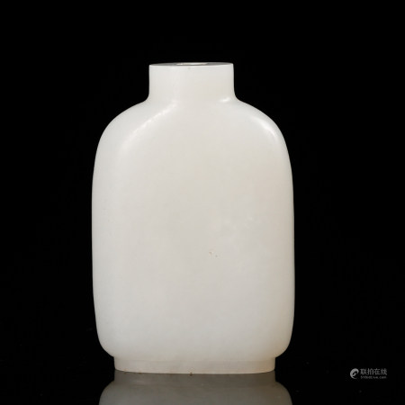 CHINESE WHITE JADE SNUFF BOTTLE, QING DYNASTY
