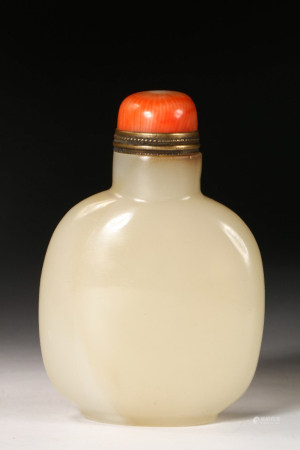 CHINESE HETIAN WHITE JADE SNUFF BOTTLE