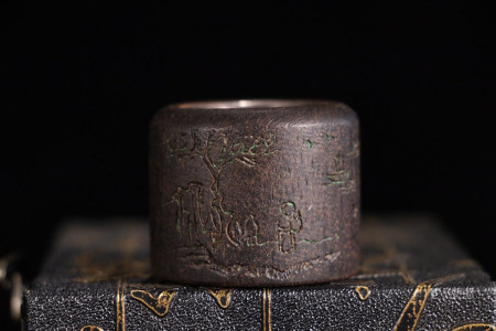 CHINESE CHENXIANG WOOD THUMB RING