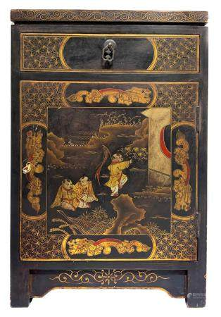 Chinese lacquered cabinet with genre scenes. 40s. H 63 Cm, C