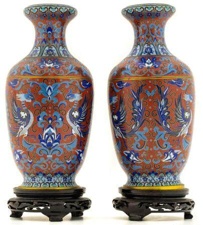 """Pair of porcelain vases, China, XX Century, with base. H cm"