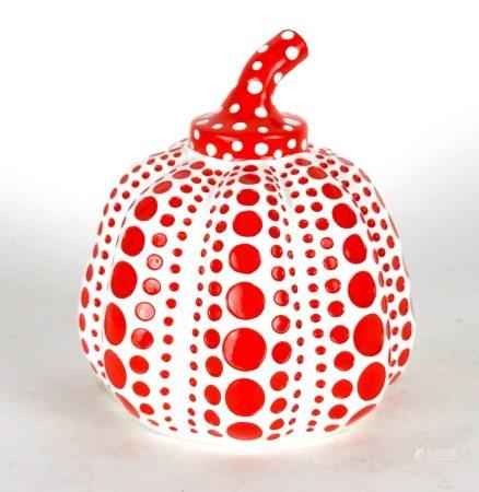 Yayoi Kusama (née en 1929)  - Citrouille en résine rouge et blanche peinte à la [...]