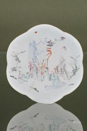 Chine  - Coupe polylobée En porcelaine émaillée polychrome à décor d'une [...]