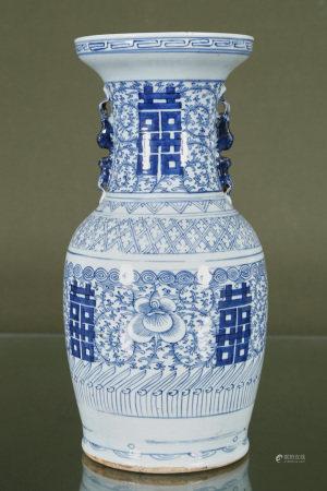 Chine  - Vase balustre En porcelaine émaillée à décor en camaïeu de bleu de [...]