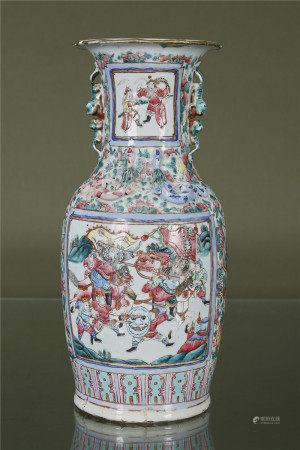 Chine  - Vase En porcelaine à décor émaillé polychrome d'une scène de palais [...]
