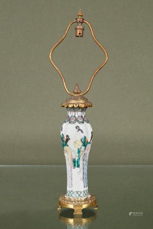 Chine  - Vase oblong En porcelaine émaillée de la famille verte à décor de [...]