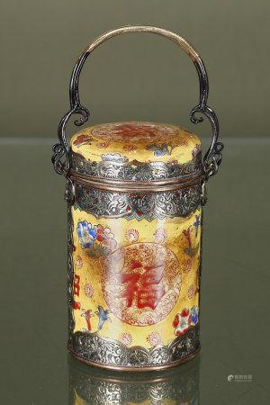 Chine  - Pot couvert En porcelaine émaillée à fond jaune à décor de fleurs et [...]