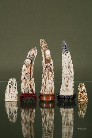 Chine  - 5 groupes en ivoire sculpté Figurant pêcheurs, lettrés tenant des [...]