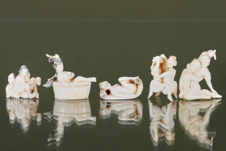 Chine  - 5 netsuke et figurines à sujet érotique En ivoire sculpté, gravé et [...]